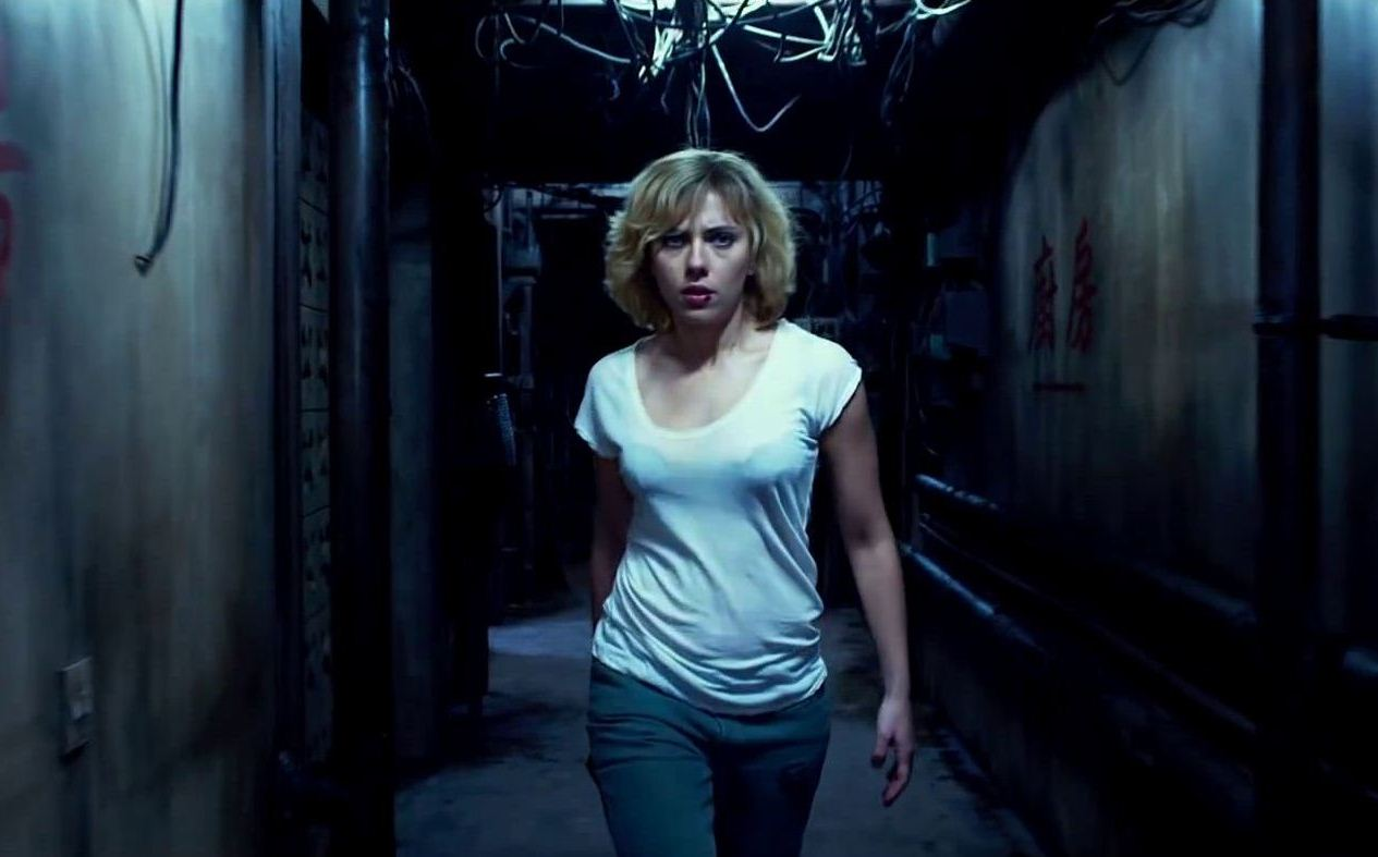 lucy-movie-wallpaper-2-watch-first-clip-from-lucy-is-kick